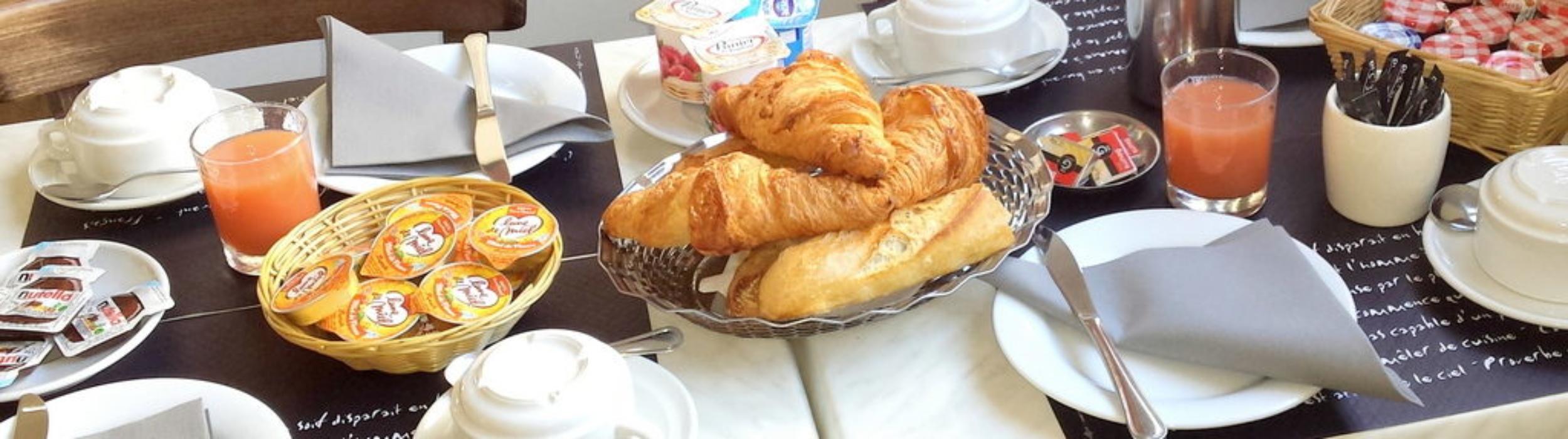 Petit déjeuner Croissant jus nutella Hôtel Alizé Toulouse Minimes 2 etoiles
