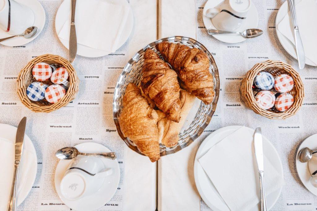 Hôtel Alizé 2 étoiles Toulouse Centre Métro  Minimes Petit déjeuner croissant